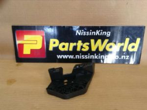 Nissan Xtrail T32 4WD 2014-2016 L Headlight Mount Bracket