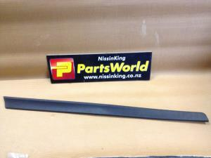 Nissan Xtrail T32 4WD 2014-2016 LF Lower Door Moulding
