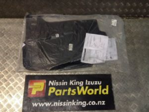 Nissan Navara D23 MNT 08/2015-2019 Genuine floor mats