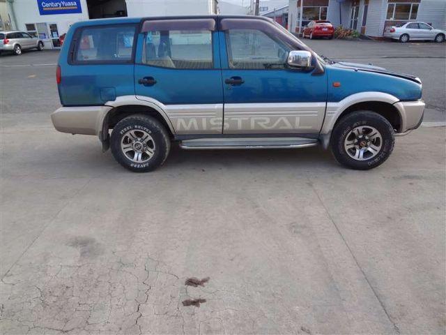 Nissan Mistral R20 1993-1996