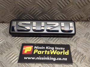Nissan Caravan Homy E25L 2006-2012 Grille Badge